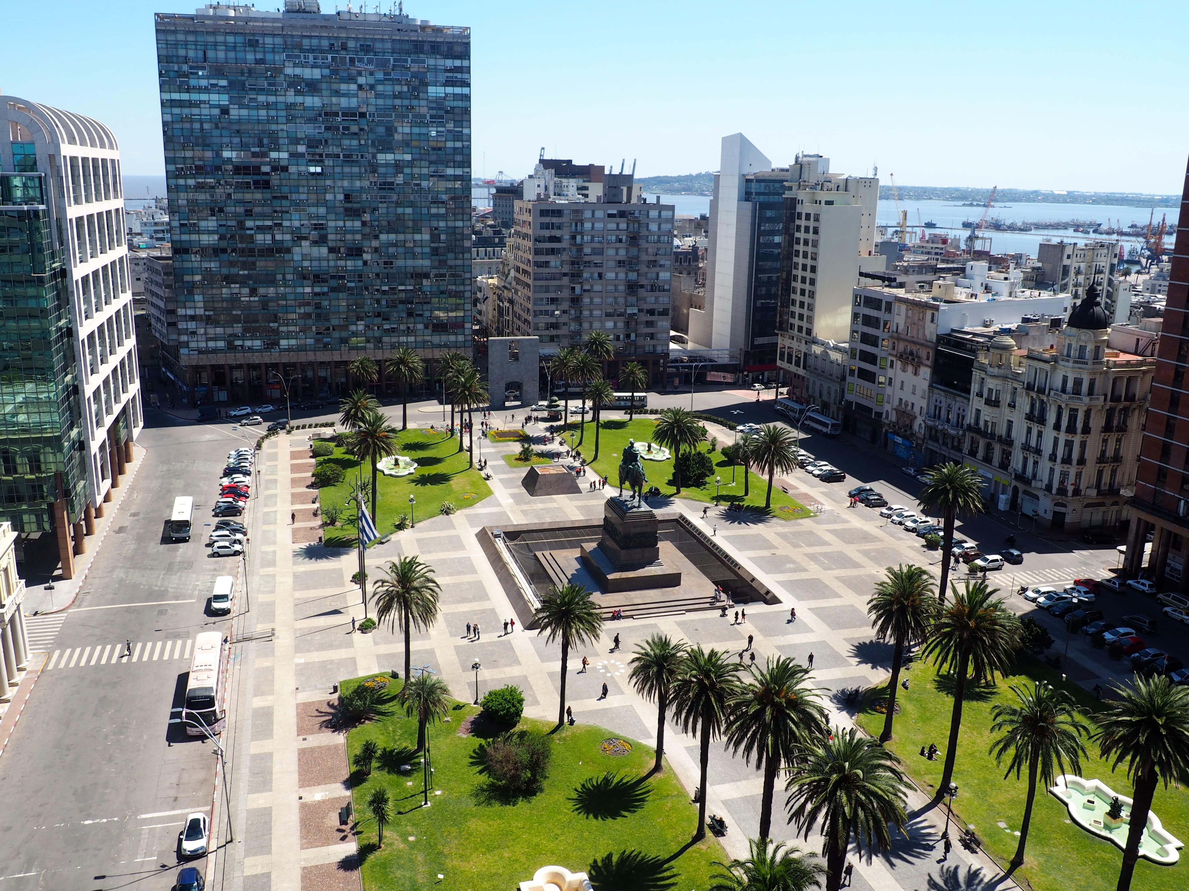 Alrededor de la Plaza Independecia se concentran la mayoría de los puntos turísticos de Montevideo
