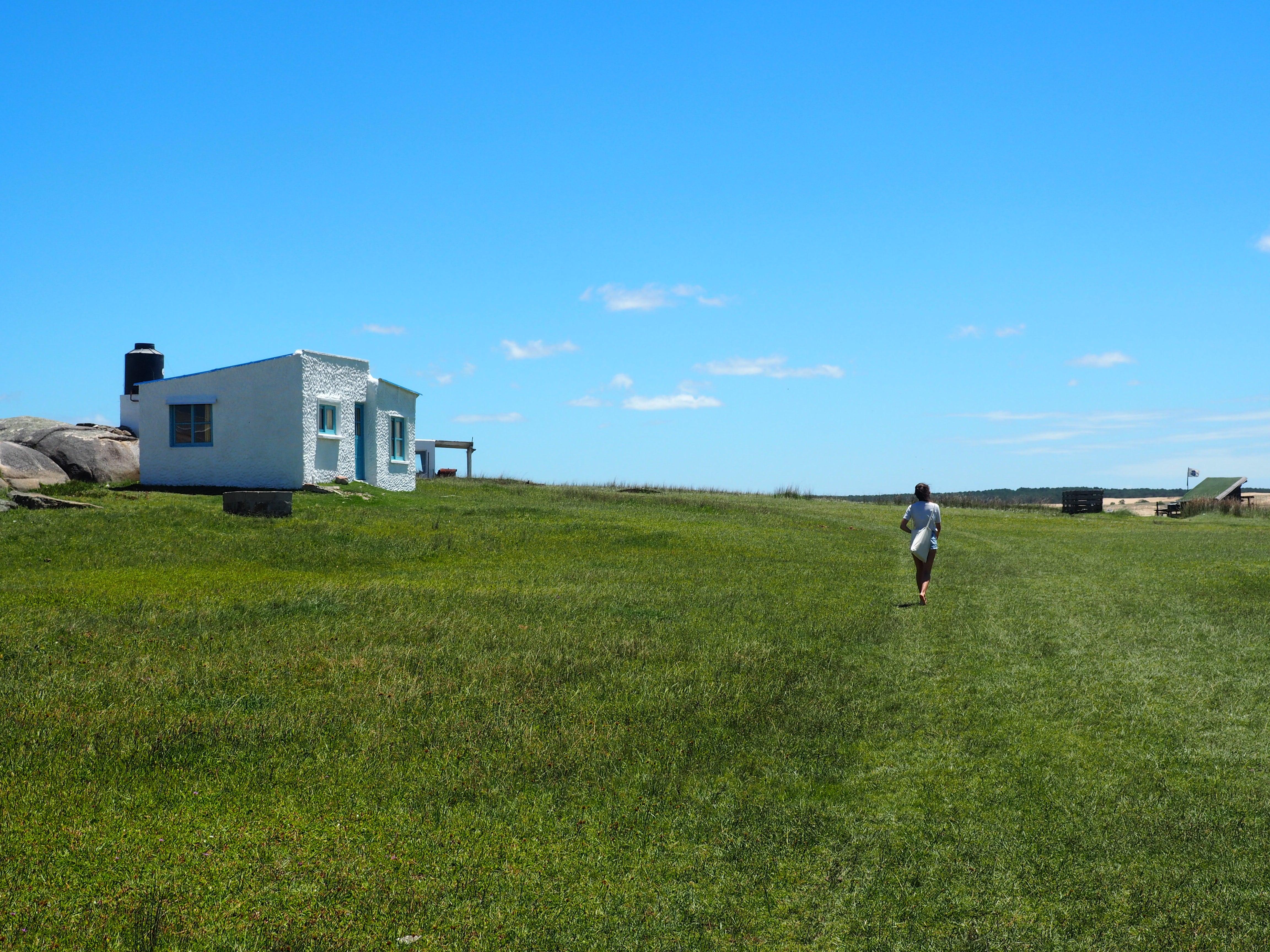 Paseo entre el Faro y el pueblo