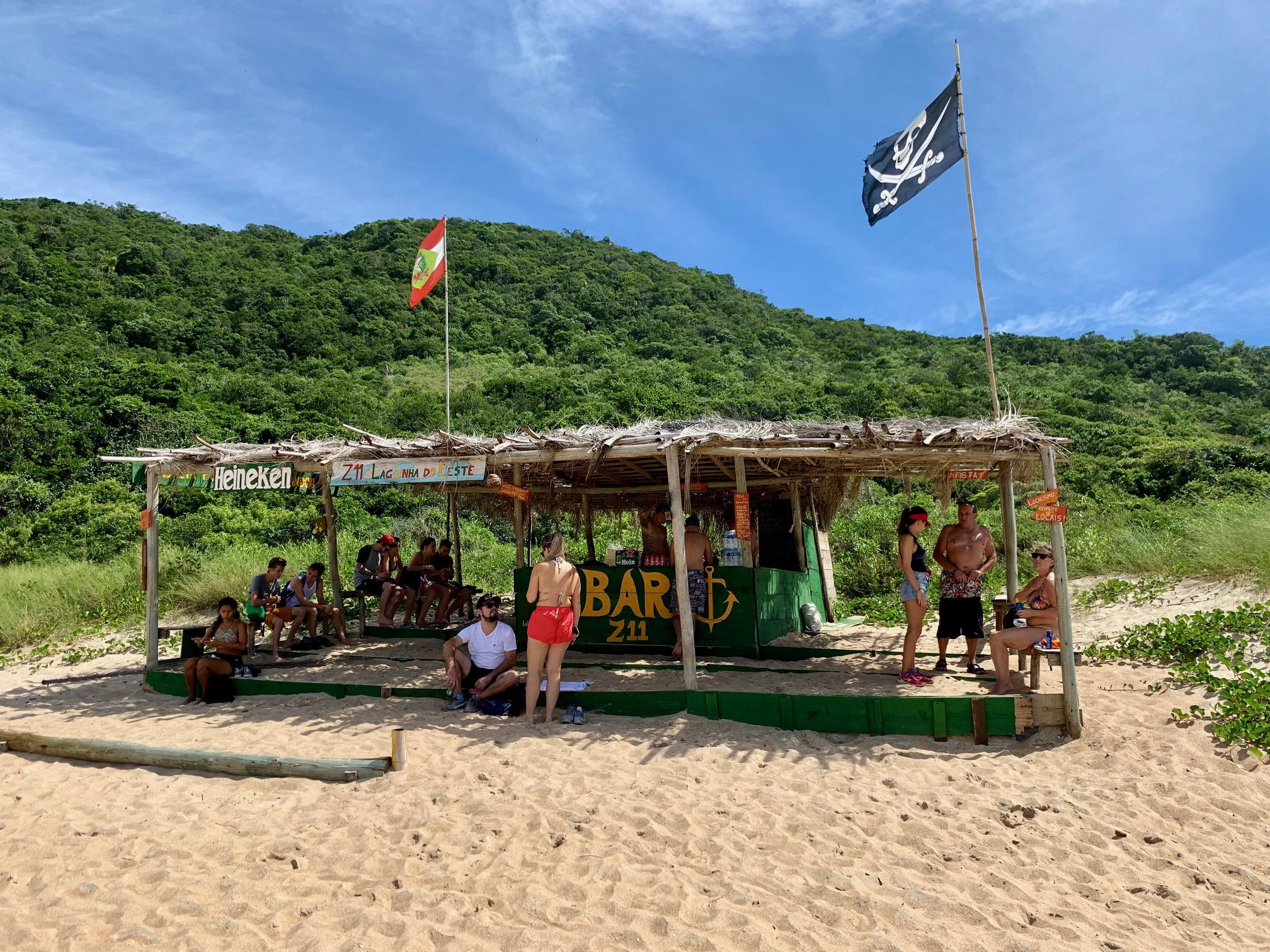 Bar en la Playa de Lagoinha do Leste: CERVEZA a 10 R$