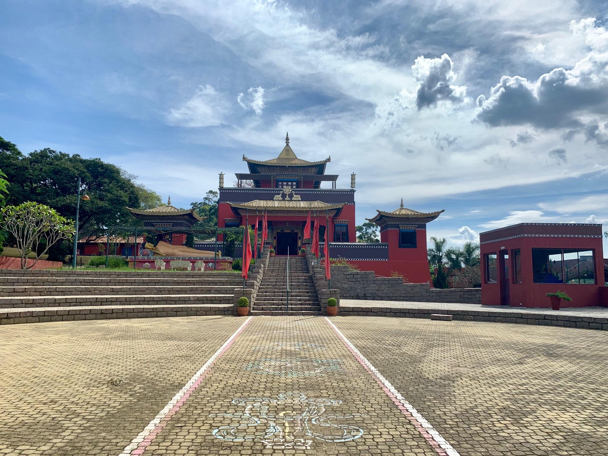 Que hacer cerca de Embu das Artes; visitar el templo budista Odsal Ling