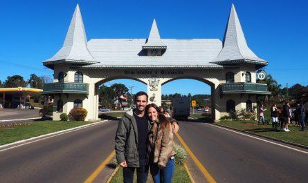 Qué hacer en Gramado (Brasil), ver el pórtico de Gramado, de arquitectura alpina