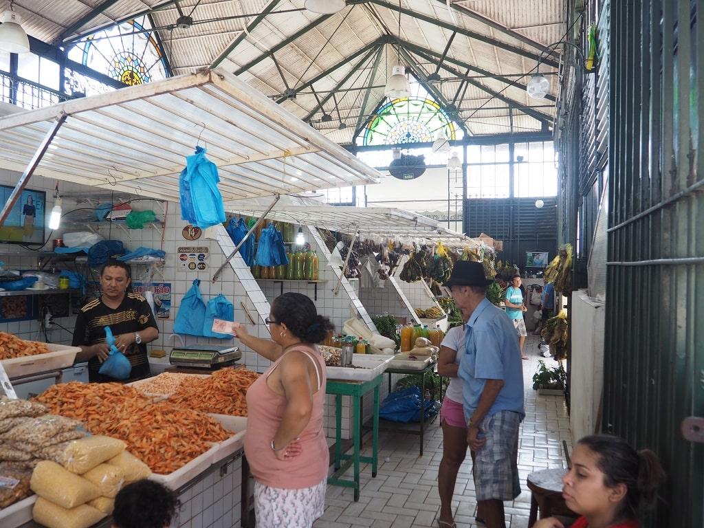 Interior del Mercado Adolpho de Lisboa en Manaos (Brasil)