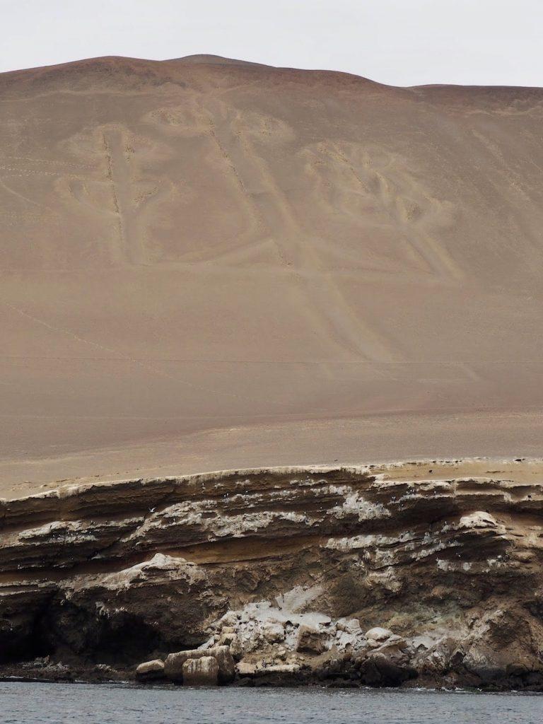 La figura del Candelabro, en el Parque Nacional (Ica, Perú)