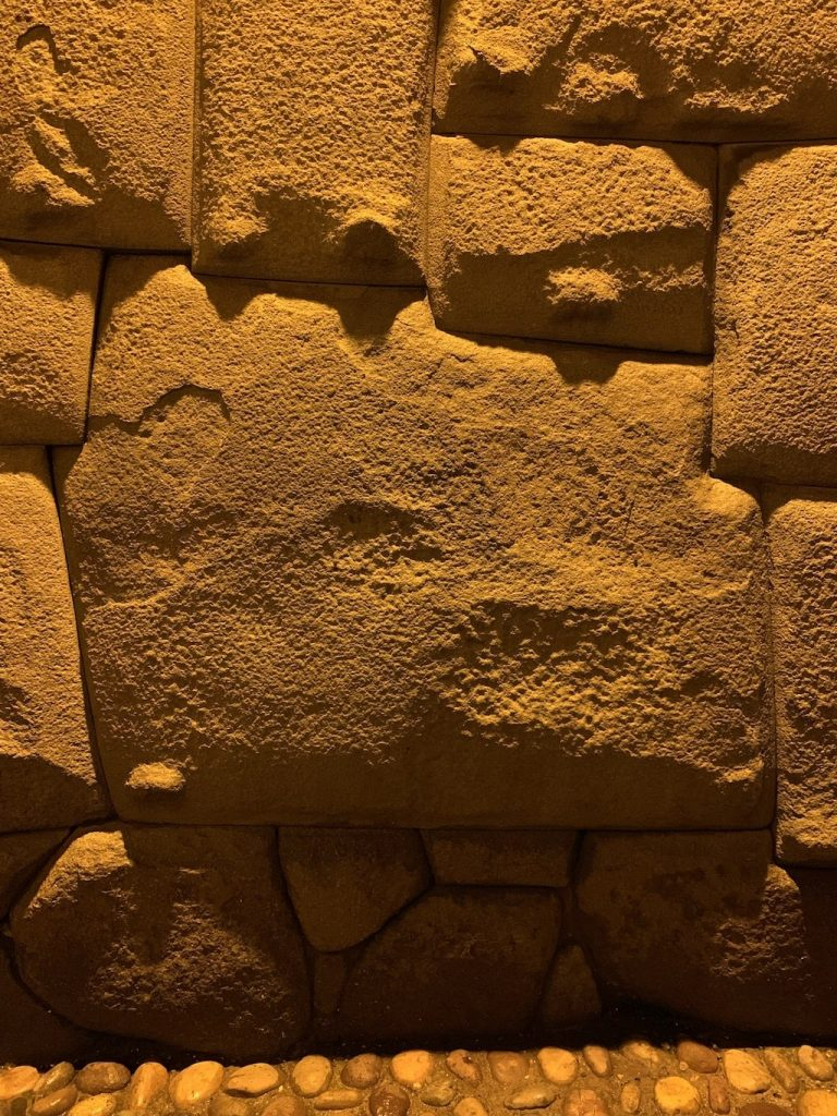Muro Inca, piedra de 12 ángulos en la calle Loreto del centro de Cuzco