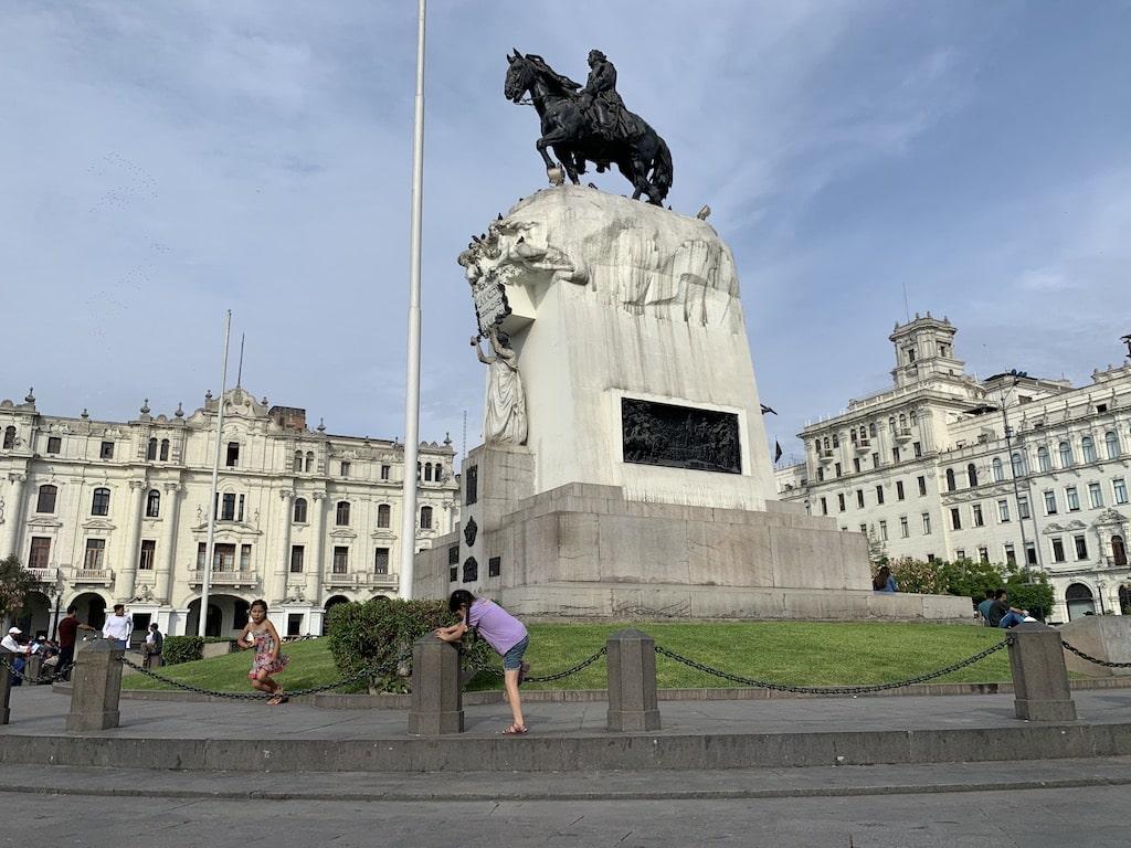 Plaza San Martín, pura diversión en el centro de Lima