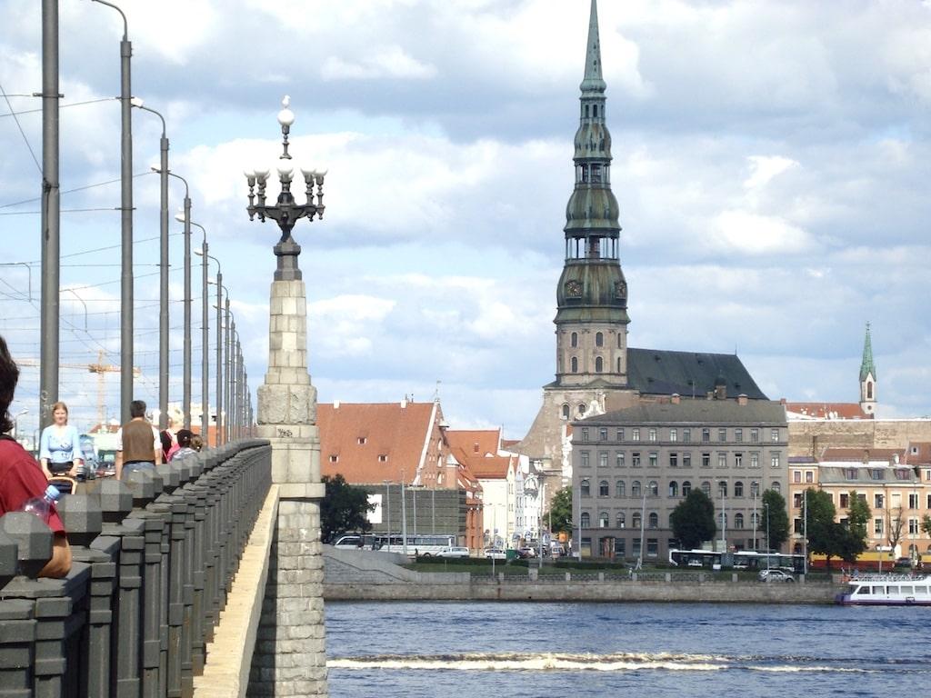 La Iglesia de San Pedro ofrece vistas sobre el centro histórico de Riga