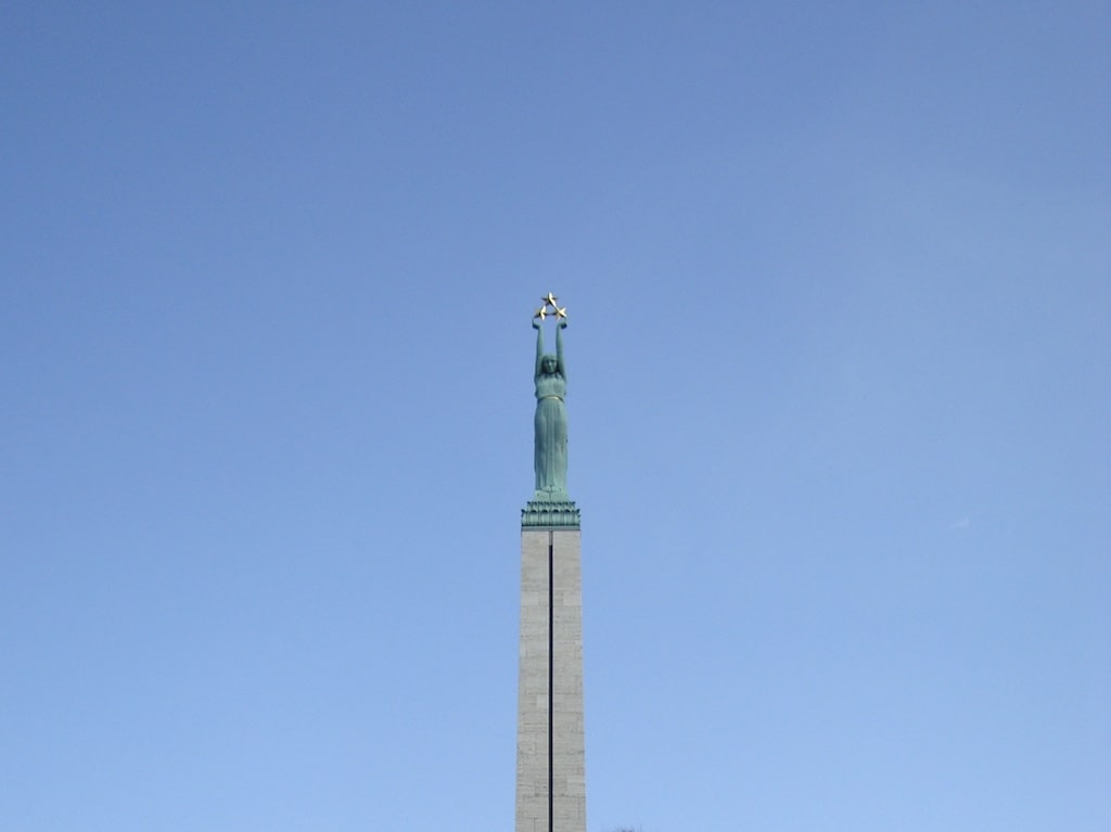 Monumento a la Libertad, la obra más solemne que ver en Riga