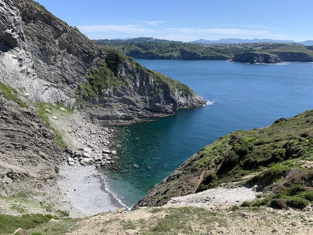 Cala en la entrada a la Bahía de Plentzia (Bizkaia, País Vasco)