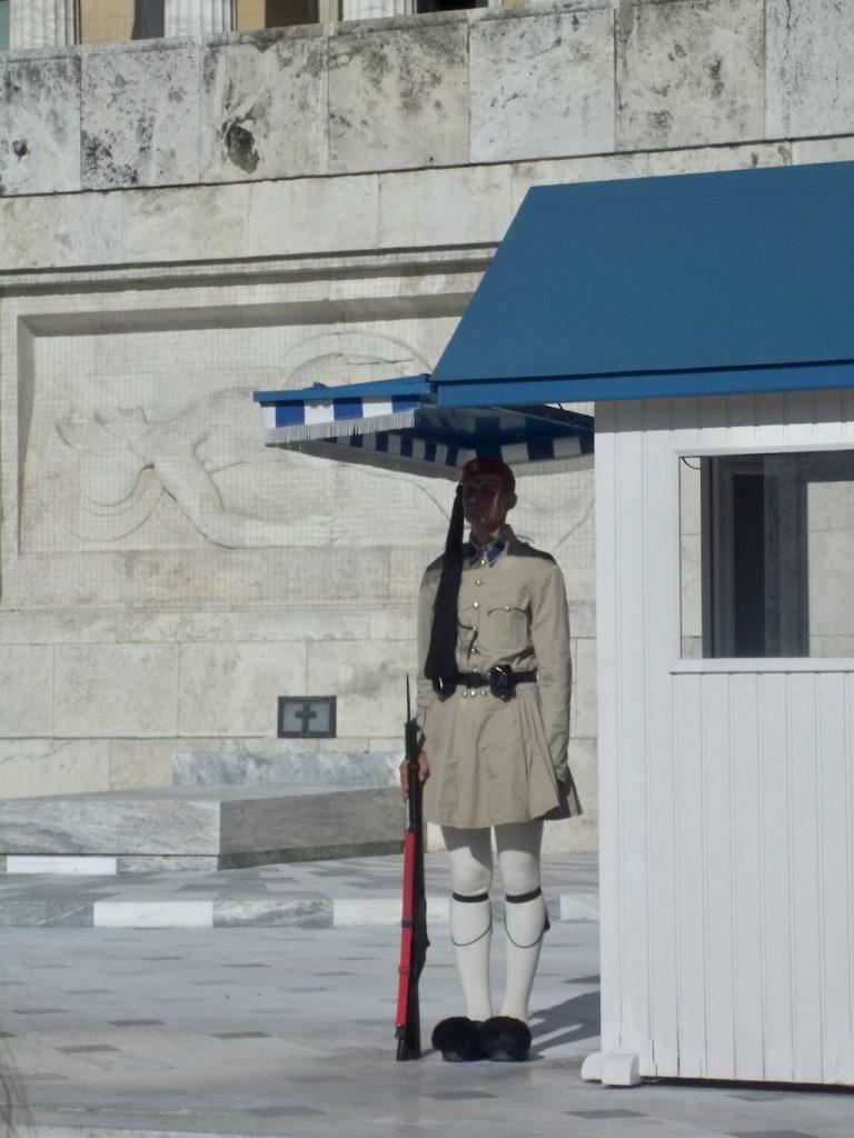 Monumento al Soldado Desconocido en la Plaza Syntagma. Cambio de Guardia Atenas.