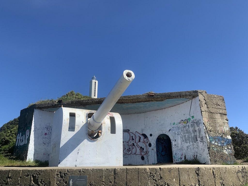 Batería de costa al lado del Faro de Gorliz, cañones, bunker y túneles
