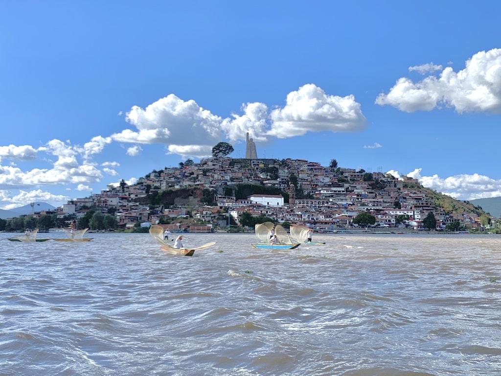Pescadores en la Isla de Janitzio (Lago de Pátzcuaro)