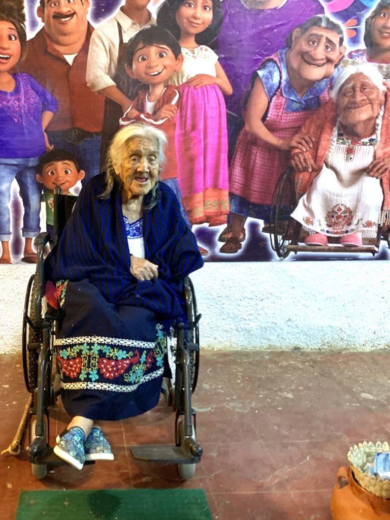 Mama Coco en Santa Fe de la Laguna, alrededor del lago Pátzcuaro (México)