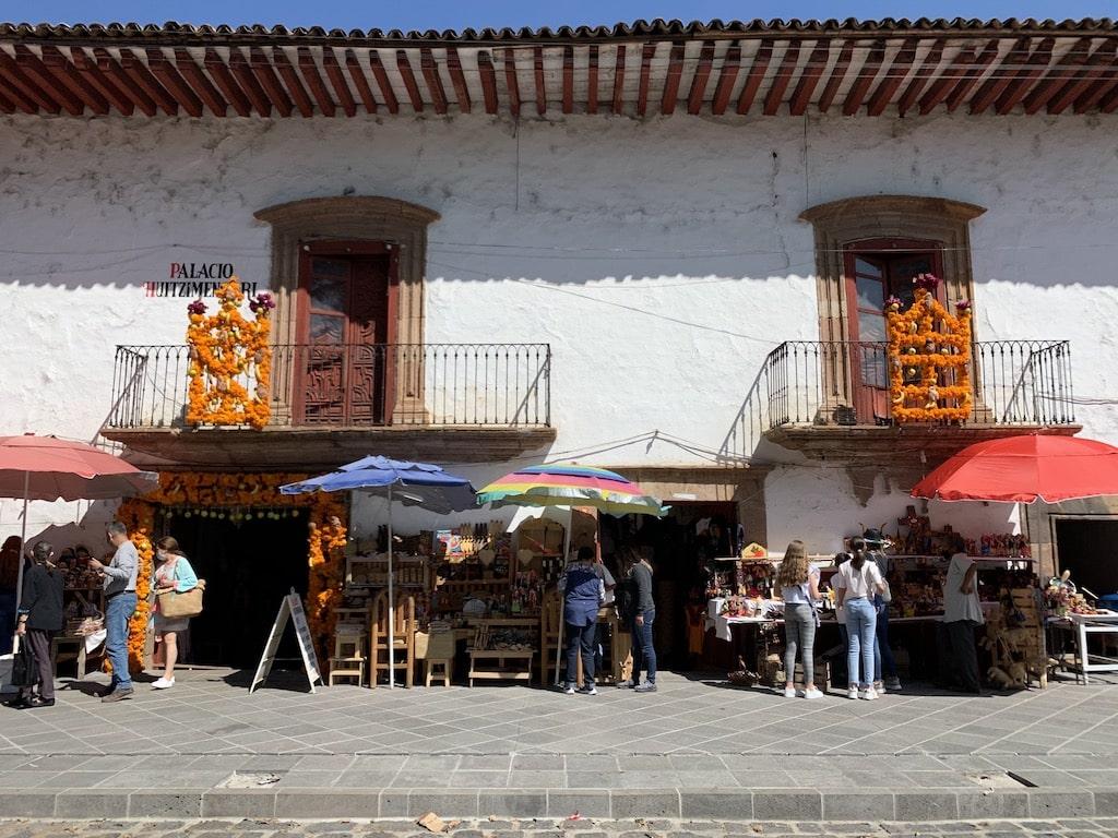 Tienda de artesanías en Pátzcuaro (Michoacán, México)